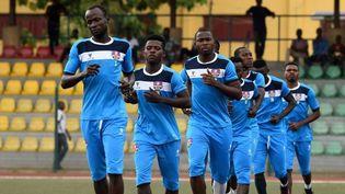 Les joueurs du MFM football club à l'échauffement durant une rencontre de la CAF 2018. (AFP/Pius Otomi Expeï)