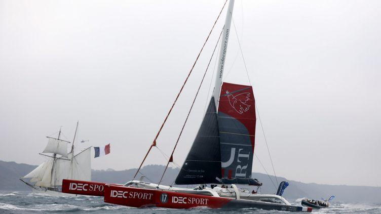 Francis Joyon et son equipage ont battu au large d'Ouessant (Finistère), le record du tour du monde a la voile. (MAXPPP)