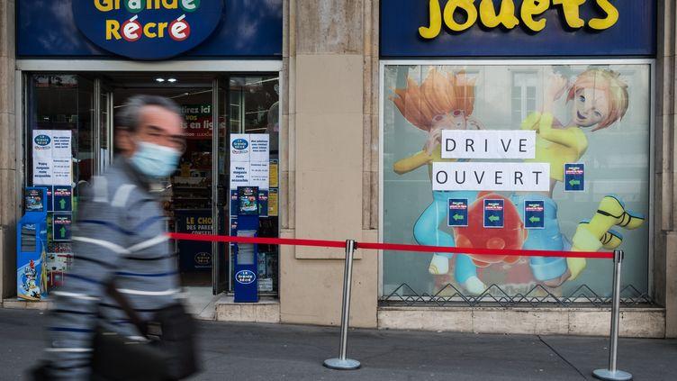 Un magasin de jouets à Paris, le 2 novembre 2020. (JOEL SAGET / AFP)