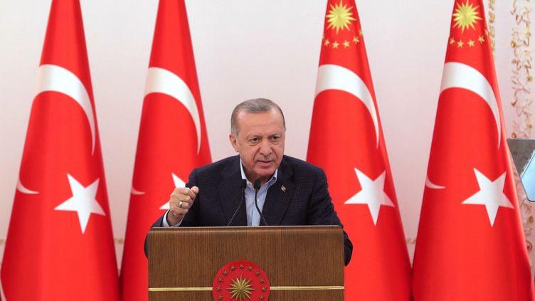 Le président turcRecep Tayyip Erdoganlors d'un discoursau manoir de Vahdettin à Istanbul, en Turquie, le 8 mai 2021. (MUSTAFA KAMACI / ANADOLU AGENCY / AFP)
