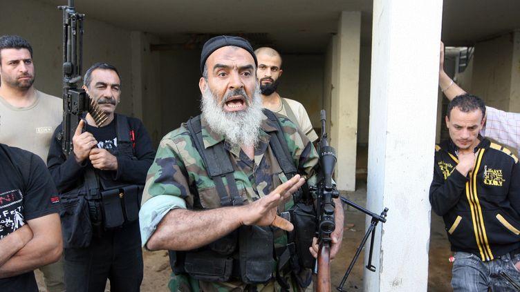 Des combattants sunnites opposés au régime de Bachar Al-Assad, à Tripoli (Liban), le 23 mai 2013. (AFP )