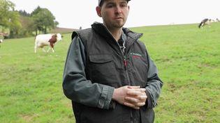 France 2 a donné la parole à Vivien, un éleveur qui raconte les difficultés de sa profession, au point d'avoir faillir en arriver au suicide en 2016. (FRANCE 2)