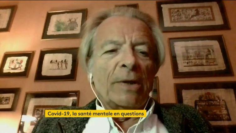 En cette période de crise sanitaire, le stress est un sentiment généralisé. Pierre Nantas, psychothérapeute, était l'invité du 23h de franceinfo, vendredi 1er mai. (FRANCEINFO)