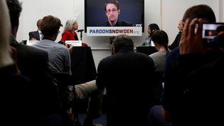 Edward Snowden lors d'un conférence le 14 septembre 2016. (BRENDAN MCDERMID / REUTERS)