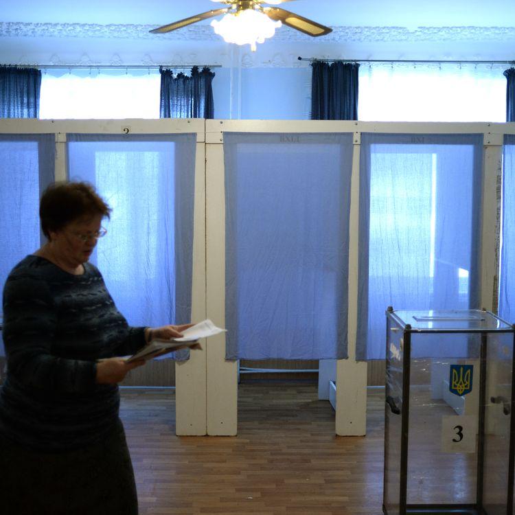 Les préparations du référendum dans le village de Orlinoye,en Crimée, le 14 mars 2013. (VALERIY MELNIKOV / RIA NOVOSTI / AFP)