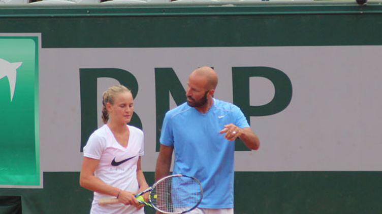 Fiona Ferro et Pierre Bouteyre à l'entraînement sur le court Suzanne-Lenglen