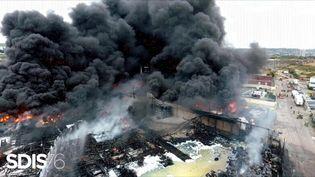 L'incendie de l'usine Lubrizol, le 27 septembre 2019 à Rouen (Seine-Maritime). (YACINE MOUFADDAL / SDIS / AFP)