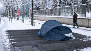 Une tente dans le 14e arrondissement de Paris, le 8 février 2018. (ROLLINGER-ANA / ONLY FRANCE / AFP)