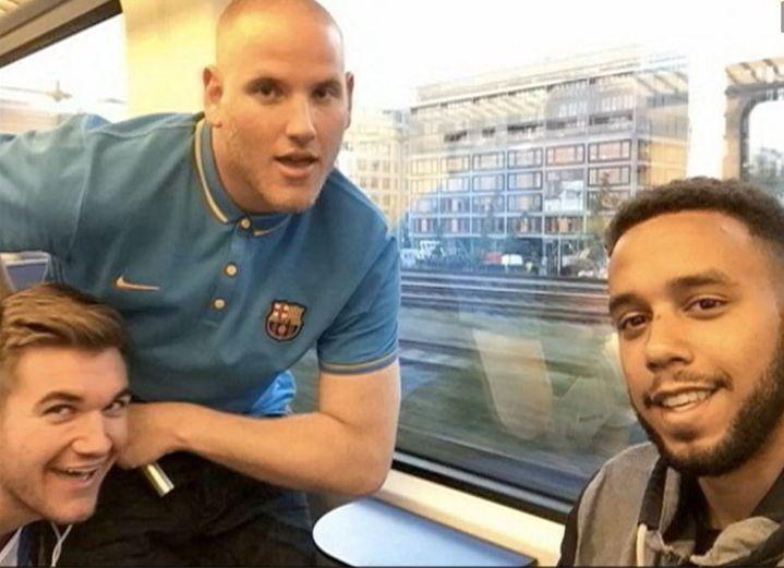 Alek Skarlatos(à gauche),Spencer Stone (au centre) et Anthony Sadler, trois Américains présents à bord du Thalys attaqué vendredi 21 août 2015, apparaissent sur une photo diffusée samedi 22 août sur France 2. (FRANCE 2)