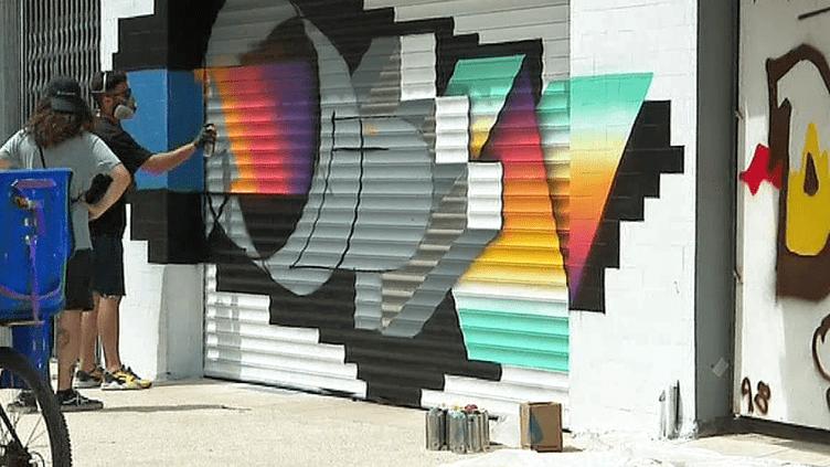 Une trentaine de graffeurs a redonné des couleurs aux façade de la rue du faubourg Courreau de Montpellier  (France 3 / Culturebox )