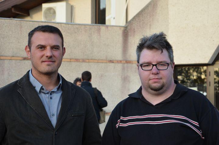 Guillaume et Jean-Marc, militants socialistes, le 16 mai 2013 à Pujols (Lot-et-Garonne). (THOMAS BAIETTO / FRANCETV INFO)