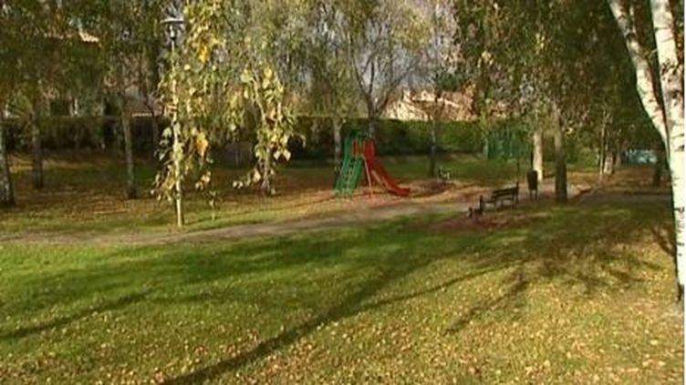 Capture d'écran de France 3 Rhône-Alpes.Les fait se seraient déroulés dans ce petit square du quartier de la Chamberlière à Valence, dans la Drôme. (DR)
