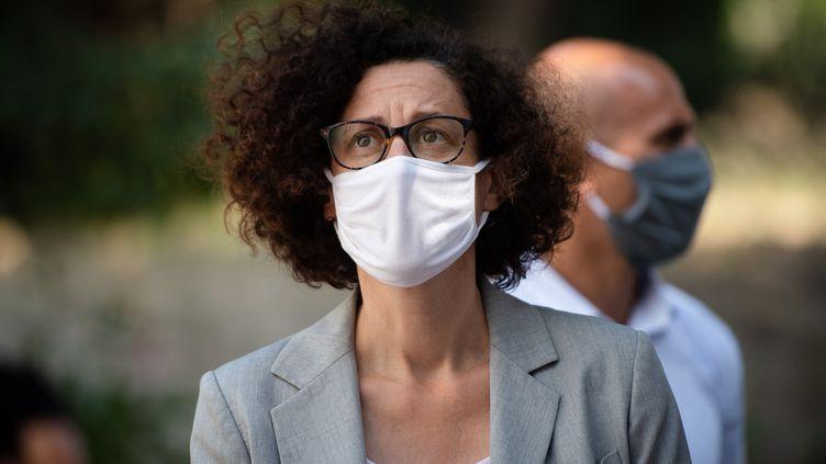 La ministre déléguée au Logement Emmanuelle Wargon lors d'une visite à Marseille (Bouches-du-Rhône), le 30 juillet 2020 (CLEMENT MAHOUDEAU / AFP)