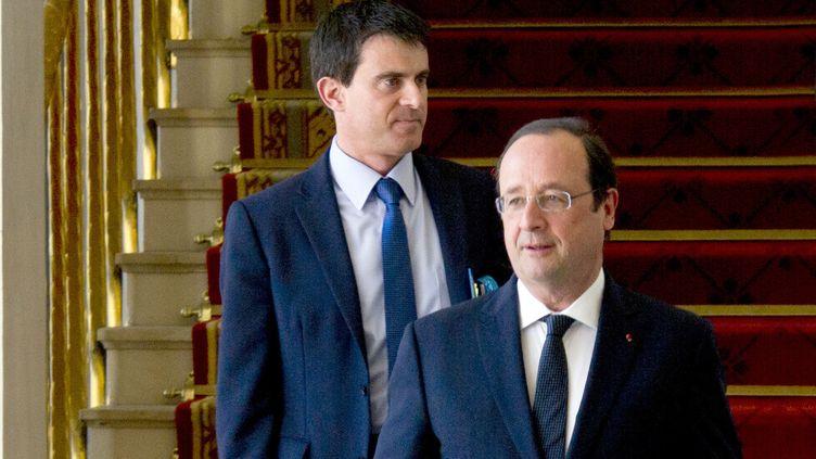 Le président de la République François Hollande (D) et le Premier ministre, avant le Conseil des ministres, le 14 mai 2014. (ALAIN JOCARD / AFP)