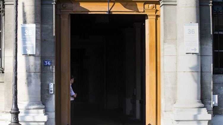 (L'entrée du siège de la brigade des Stups, au 36 quai des Orfèvres © Maxppp)