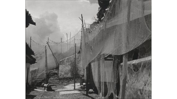 "Paul Strand, ""Nets"" (filets), Michoacan, 1933. (APERTURE FOUNDATION INC., PAUL STRAND ARCHIVE)"
