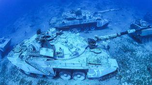 Un tank des forces armées jordaniennes coulée au site de plongée dans la mer Rouge. (AFP / AQABA SPECIAL ECONOMIC ZONE AUTHORITY)