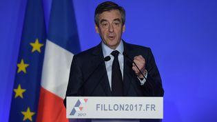 François Fillon, à son QG de campagne à Paris, le 13 mars 2017. (CHRISTOPHE ARCHAMBAULT / AFP)