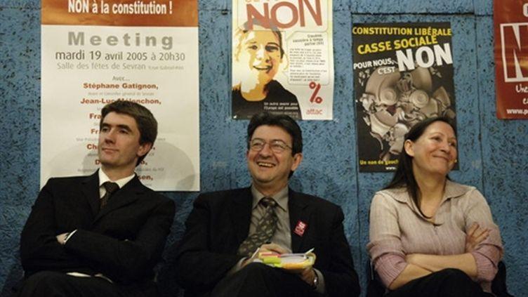 Stephane Gatignon (à G) avec Mélenchon (alors PS) et Bavray (Verts) lors de la campagne du Non en 2005 (© AFP)