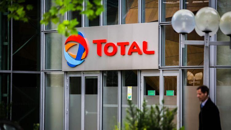 Le logo Total à la Défense. (SADAK SOUICI / LE PICTORIUM / MAXPPP)