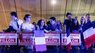 Des militants lors d'un meeting de François Fillon à Maisons-Alfort(Val-de-Marne), le 24 février 2017. (MAXPPP)