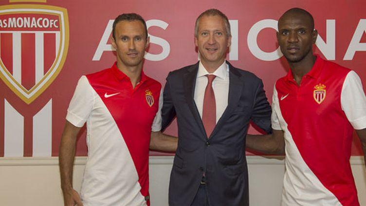 Ricardo Carvalho et Eric Abidal, ici entourant Victor Vasilyev, ont prolongé leur contrat à l'AS Monaco