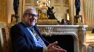 Lalo Schifrin en 2016, après avoir été nommé Commandeur des Arts et Lettres à Paris  (Eric FEFERBERG / AFP)