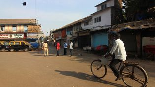 Des rues désertées à Mumbai, en Inde, où un confinement de la population a été ordonné pour lutter contre le coronavirus, le 24 mars 2020. (HIMANSHU BHATT / NURPHOTO / AFP)