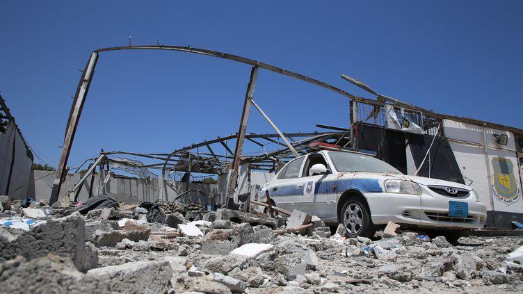 Le centre de détention de Tajoura (Libye), visé par une frappe aérienne, le 3 juillet 2019. (HAZEM TURKIA / ANADOLU AGENCY / AFP)