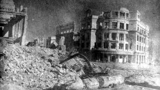 """En quelques jours de bombardements, Stalingrad est rasée à 80%, dans un documentaire intitulé """"Stalingrad"""", diffusé dans la case Infrarouge sur France 2. (@PRODUCTIONS)"""