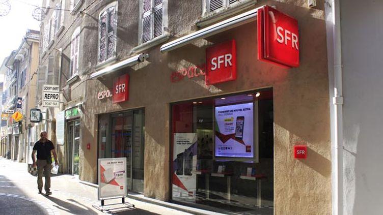 (SFR a pour projet de délocaliser des centres d'appels vers le Portugal et Madagascar © Sipa)