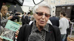 Yvette Lévy, ici en 2012 lors d'une cérémonie au Mémorial de Drancy, et son amie Eveline Szpirglas témoignent à l'occasion de la journée du souvenir des victimes de la déportation le 30 avril 207. (BERTRAND GUAY / AFP)