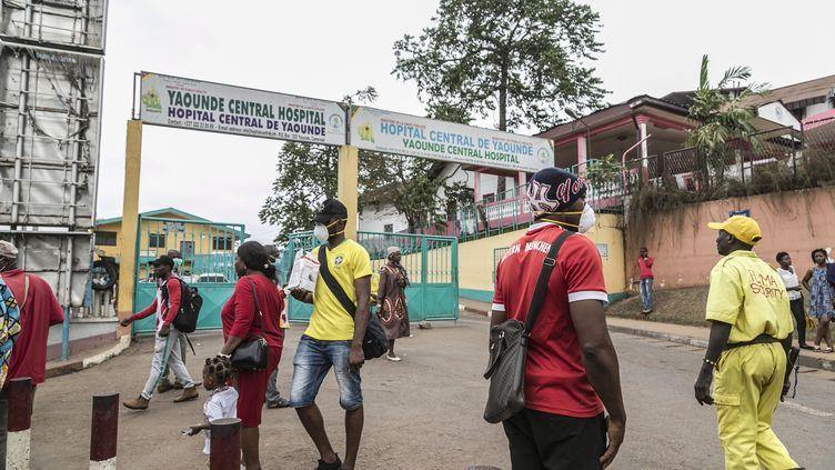A l'entrée de l'hôpital de Yaoundé, capitale du Cameroun, le 6 mars 2020 (AFP - mlo)