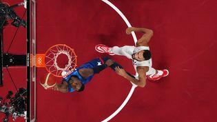 La France affronte les Etats-Unis en phase de poules des Jeux olympiques de Tokyo. (BRIAN SNYDER / AFP)