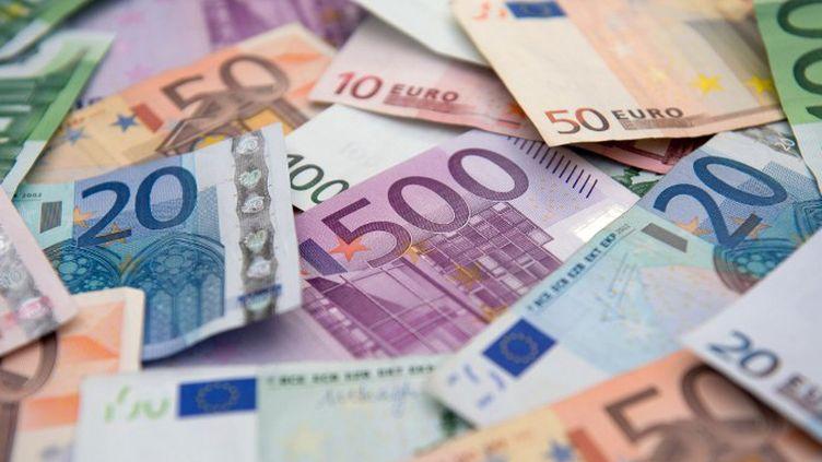 L'argent roi dans le foot (DANIEL REINHARDT / DPA)