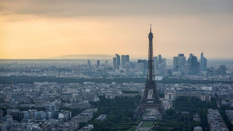 La tour Eiffel, prise depuis la tour Montparnasse, le 4 juin 2018. (LUCAS BARIOULET / AFP)