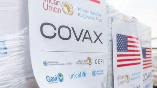 """Luanda, le 25 août 2021 : arrivée de vaccins en Angola. """"The African Vaccine Acquisition Trust"""" (AVAT) est un programme d'achat groupé de vaccins piloté par l'Union Africaine en complément de l'initiative Covax basée sur des dons.   (EYEPRESS NEWS)"""