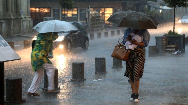 Le centre-ville d'Avignon (Vaucluse) sous les pluies diluviennes, jeudi 9 août 2018. (SOUILLARD BRUNO / MAXPPP)
