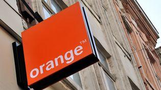 Une enseigne de l'opérateur Orange, à Lille (Nord), le 24 février 2014. (PHILIPPE HUGUEN / AFP)