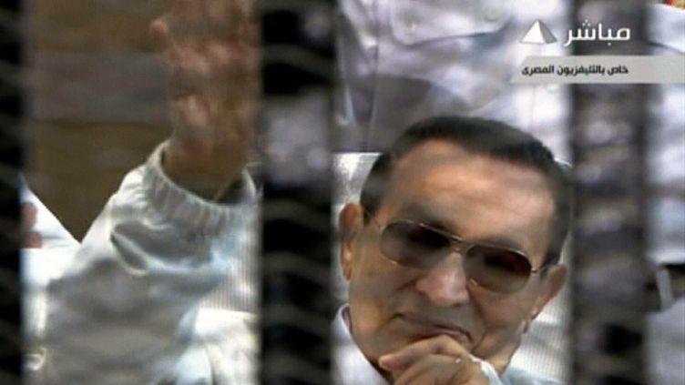 Hosni Moubarak, ex-président égyptien, lors de son procès en appel, le 13 avril 2013 au Caire. (EGYPTIAN TV / AFP)