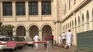 L'épidémie a fait 10 869 morts en France. Tous les départements ne sont pas égaux face au virus, à l'instar du Lot, où les deux premiers décès à cause du Covid-19 ont été annoncés mercredi 8 avril.  (FRANCE 2)