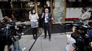 Stéphane Manigold, directeur de quatre restaurants dans la capitale, donne une conférence de presse à Paris, le 22 mai 2020. (THOMAS COEX / AFP)