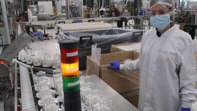 Le groupe LVMH qui a battu un nouveau record et dépassé en 2019 les 50 milliards d'euros de chiffre d'affaires,lutte aujourd'hui contre la pandémie et fait fabriquer par ses différentes marques du gel et des masques. (LVMH / CHRISTIAN DIOR)
