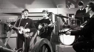 Les Beatles -McCartney, Harrison, Starr, Lennon- en 1962 : première apparition télévisée pour Granada TV, à Manchester  (ITV / Rex / Sipa)