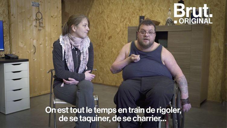 VIDEO. Un jeune homme tétraplégique et son auxiliaire de vie racontent leur histoire d'amour (BRUT)