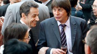 Nicolas Sarkozy et Bernard Thibault, secrétaire général de la CGT, le 15 janvier 2010 à l'Elysée. (MICHEL EULER / AFP)