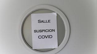 Une suspicion de cas de Covid-19 est signalée à l'école Croix-Bosset de Sèvres (Hauts-de-Seine), le 4 septembre 2020. (ARTHUR NICHOLAS ORCHARD / HANS LUCAS)