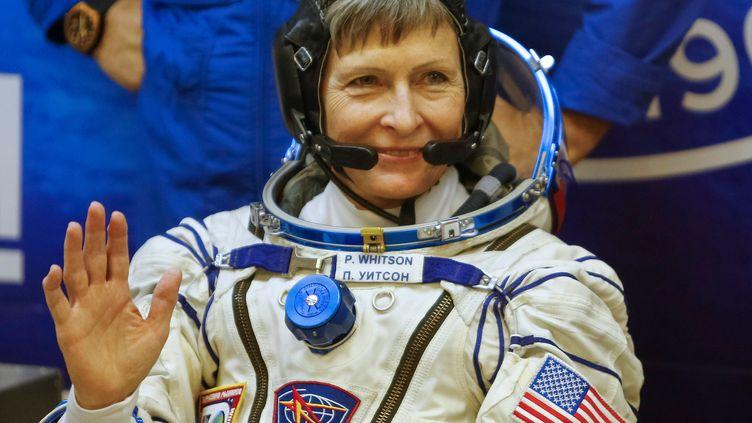 Peggy Whitson embarque à bord de la station spatiale internationale, à Baikonour (Kazakhstan), le 17 novembre 2016. (SHAMIL ZHUMATOV / REUTERS)