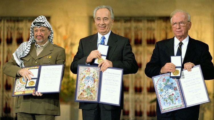 La remise du prix Nobel de la paix en 1994, récompensantYasser Arafat, Shimon Peres et Yitzhak Rabin, après les accords d'Oslo. (UNIVERSAL HISTORY ARCHIVE / UNIVERSAL IMAGES GROUP EDITORIAL / GETTY)