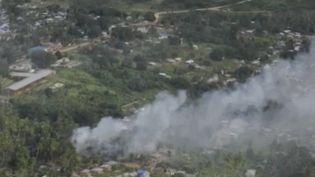 Au Mozambique, l'armée affirme avoir abattu de nombreux rebelles dans la ville portuaire de Palma. Une ville tombée aux mains des djihadistes il y a une dizaine de jours après une attaque surprise extrêmement violente. Cette offensive avait poussé sur les routes des milliers de civils.  (FRANCE 2)